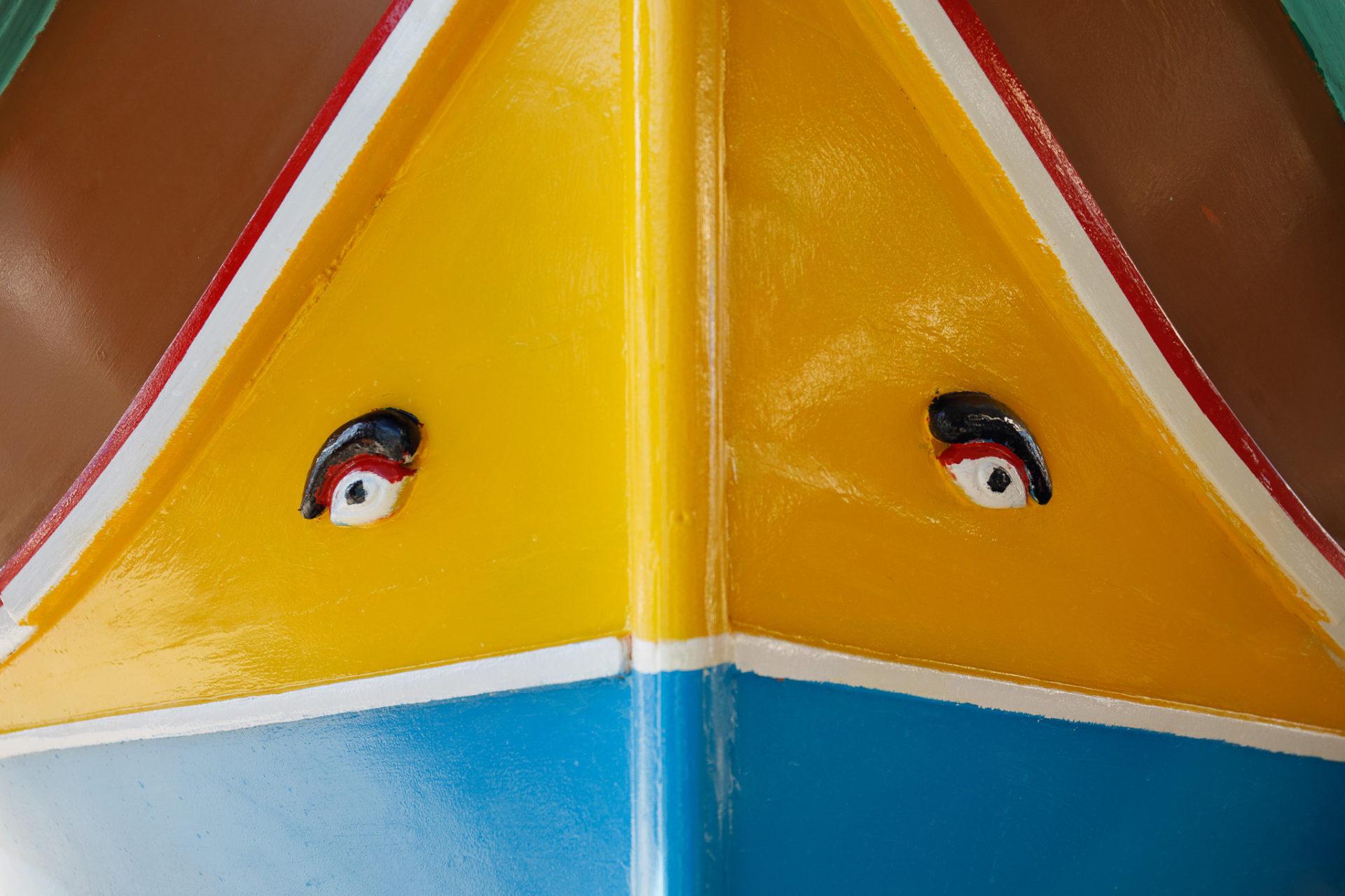 La città storica di Marsaxlokk nell'isola di Malta, famosa per le sue barche di pescatori colorate.
